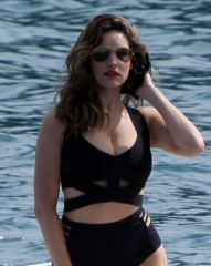 Vip,news,notizie,kelly brook, decolletè, sexy, gossip,seno,corpo mozzafiato
